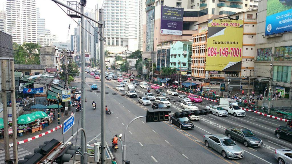 数ヶ月前はデモでごった返していたタイのバンコク中心のASOK周辺です。(2014年10月31日)
