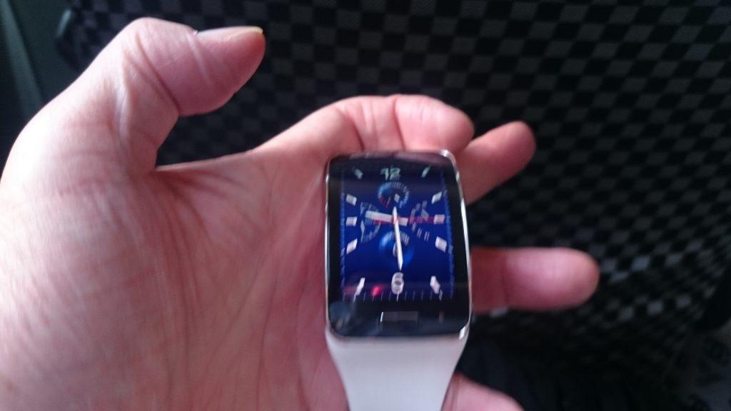 ミャンマーのお客さまはサムスンのスマートウォッチを愛用しており、電話の会話も時計で行っていました。マンダレー141218